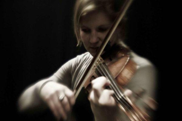 Miriam_Violine_Spielend